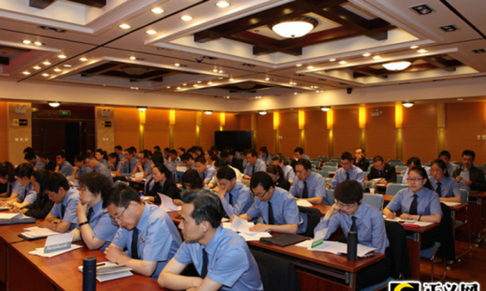 "Chinese procuratorial staff in northwestern China's Qinghai Province take training classes in ""Internet propaganda and guidance of public opinion,"" on May 28, 2013. China is hosting professionalized training for ""online public opinion management specialists"" this month in Beijing. (Screenshot/JCRB.com/Epoch Times)"