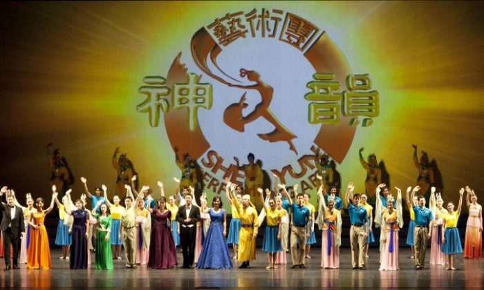 Shen Yun performers wave goodbye to the audience after their second performance, a full house, at Hamilton Place Theater in Canada in January 2013. Recently, Chinese officials in Spain attempted, unsuccessfully, to have a Shen Yun performance shut down. (Evan Ning /Epoch Times)
