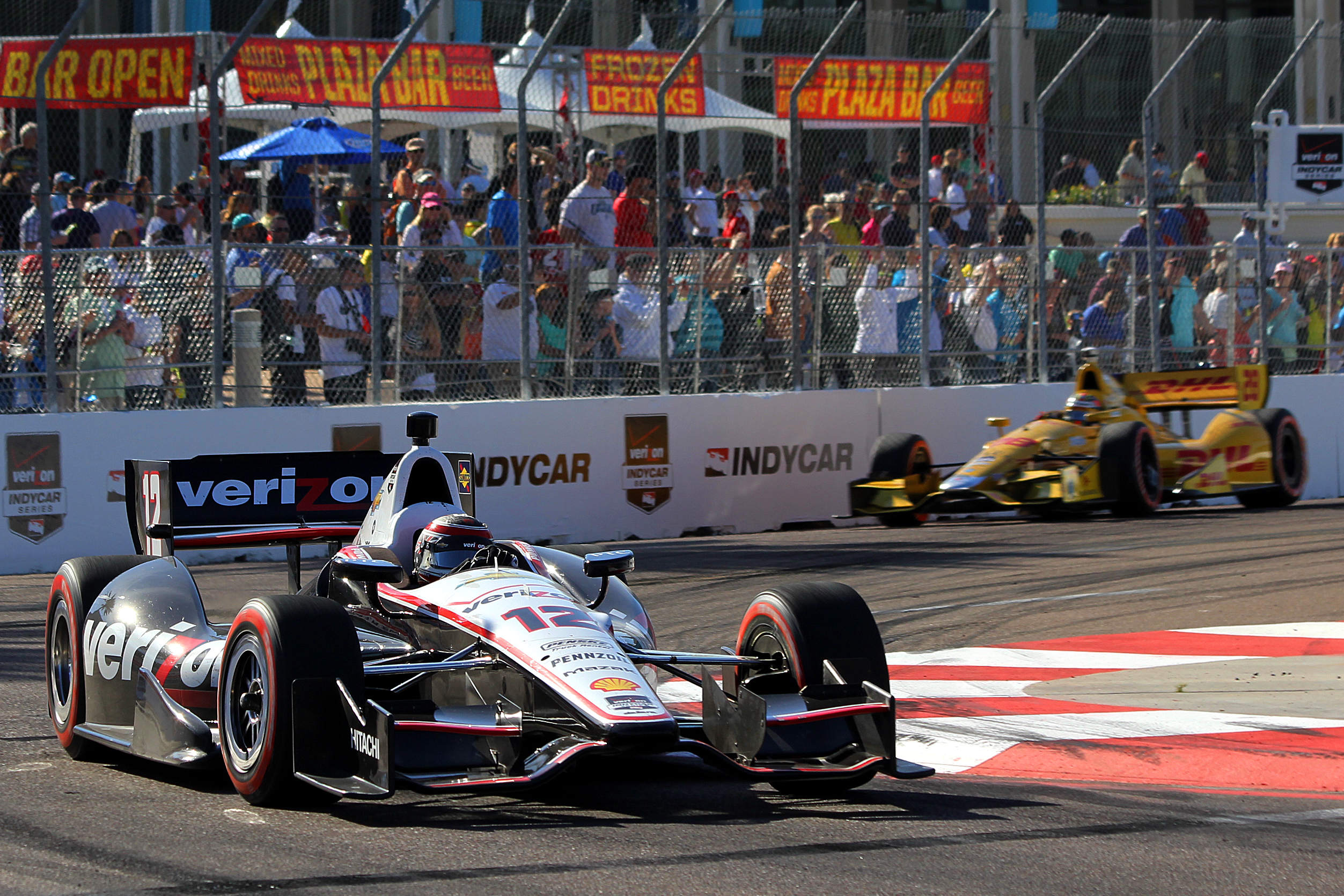 Will Power leads Ryan Hunter-Reay around Turn Ten in the closing laps of the IndyCar Firestone Grand Prix of St. Petersburg. (Chris Jasurek/Epoch Times)