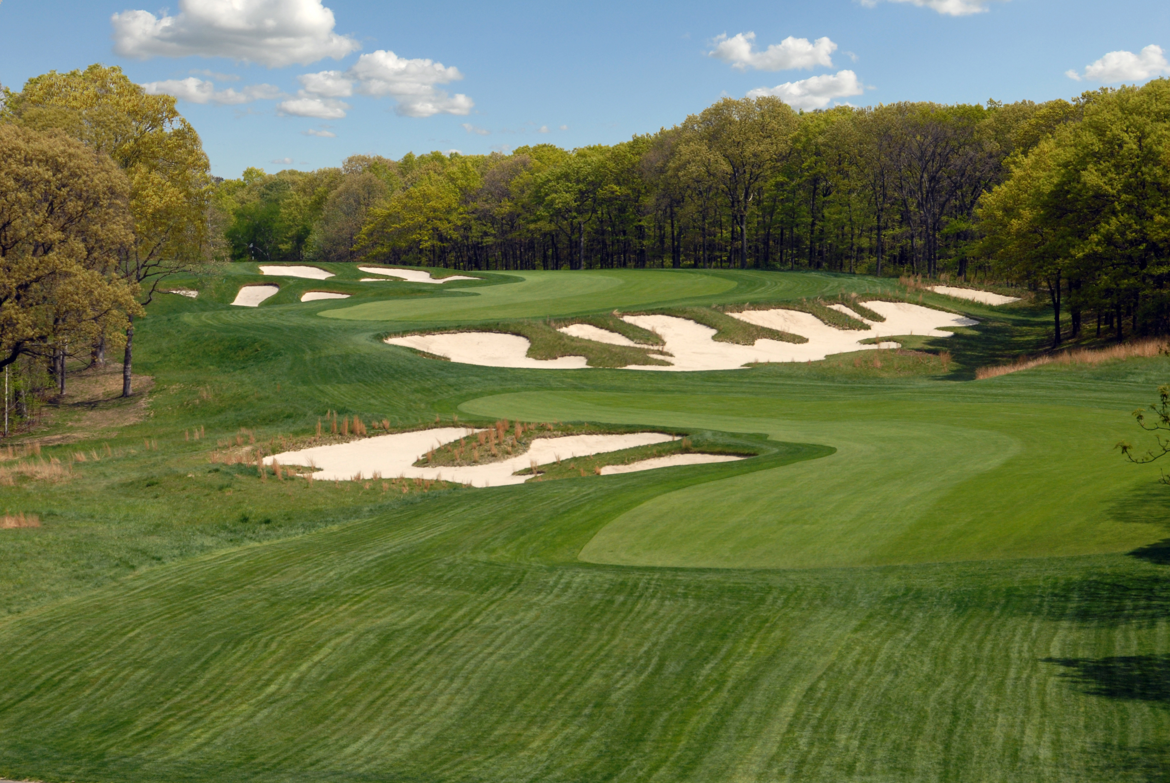 """One of golf's grand holes, the """"chain reaction"""" par-5 4th at Bethpage State Park's Black Course, site of the 2019 PGA Championship and the 2024 Ryder Cup Matches.  (New York State Dept of Parks)"""