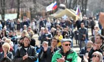 Protesters in East Ukraine Demand More Autonomy From Government (video)