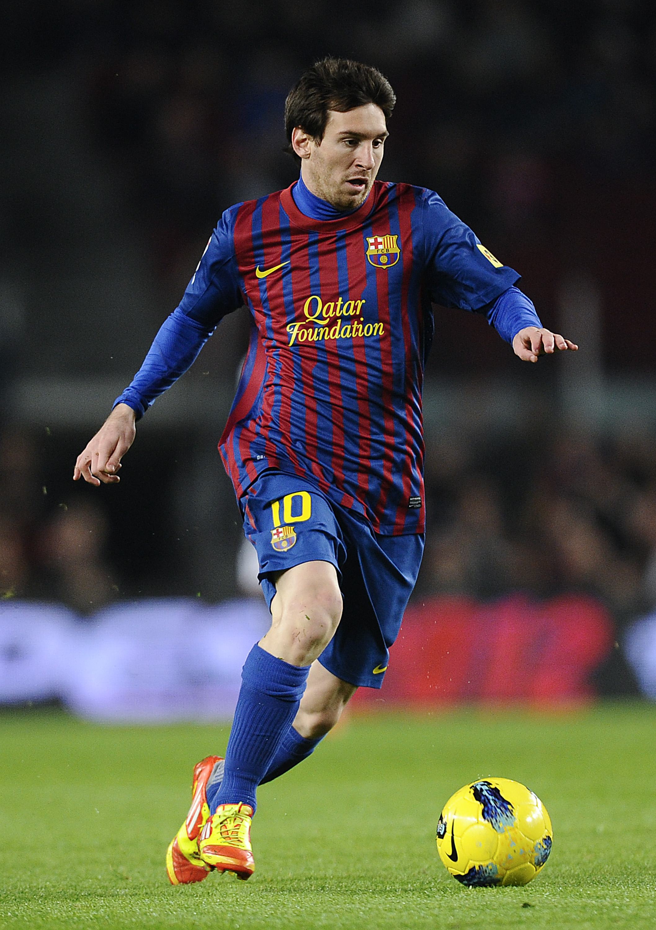 Lionel Messi of FC Barcelona runs with the ball during the La Liga match between FC Barcelona and Rayo Vallecano at Camp Nou on November 29, 2011 in Barcelona, Spain. Barcelona won 4-0. (Photo by David Ramos/Getty Images)