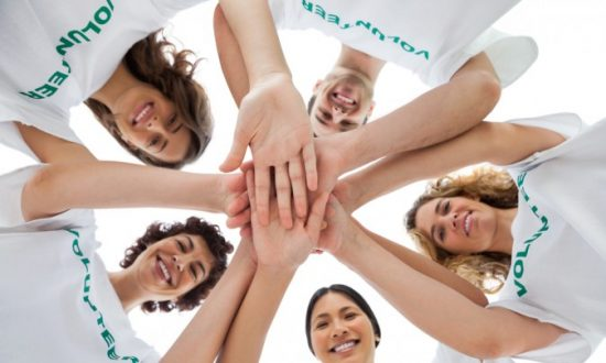 5 Health Benefits of Giving to Others