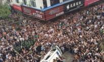 These Chinese Students Had Enough of Police  Bullying a Grandma Selling Bananas