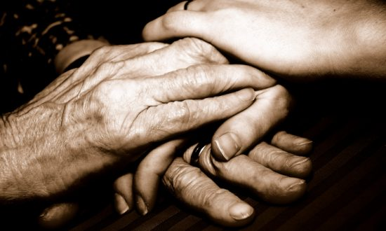 Holding a Loved One's Hand Eases Pain and Syncs Brainwaves