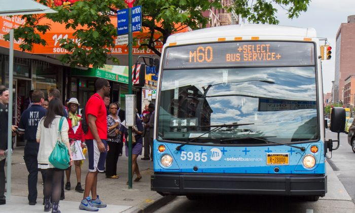 People wait to board the new M60 Select Bus Service in Harlem, Manhattan, on  May 27, 2014., (Benjamin Chasteen/Epoch Times)