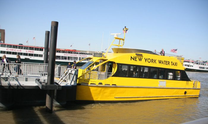This 64-seat New York Water Taxi takes its first trip to the World Financial Center on Monday to kick off its commuter service on the Hudson River. (Stephenie Wang/Epoch Times)