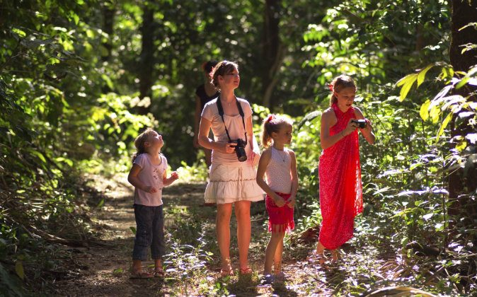 Tourists in Costa Rica. Locals revealed to the Tico Times what they really think of tourists. (Thinkstock)