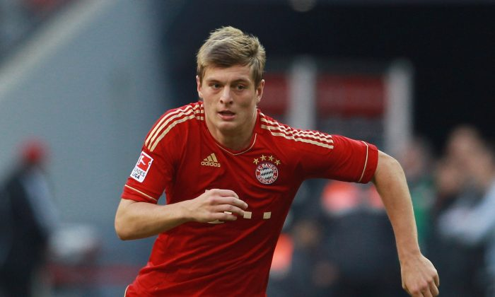 Toni Kroos of Muenchen runs with the ball during the Bundesliga match between FC Bayern Muenchen and Hertha BSC Berlin at Allianz Arena on October 15, 2011 in Munich, Germany. (Photo by Alexander Hassenstein/Bongarts/Getty Images)