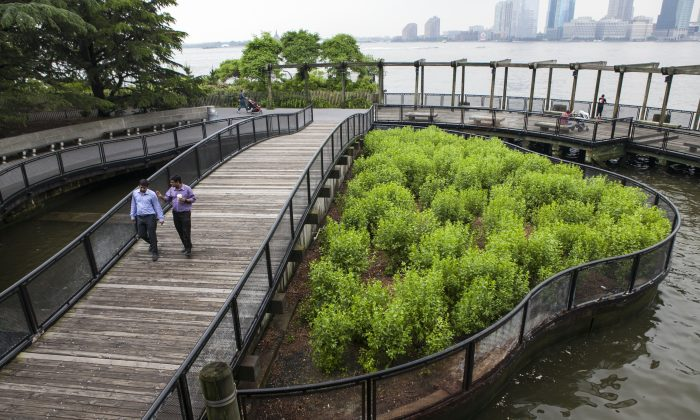 Two people walk on the bridge of the South Cove Park right next to the newly opened school Battery Park City School in Lower Manhattan, New York, June 9, 2014. (Samira Bouaou/Epoch Times)