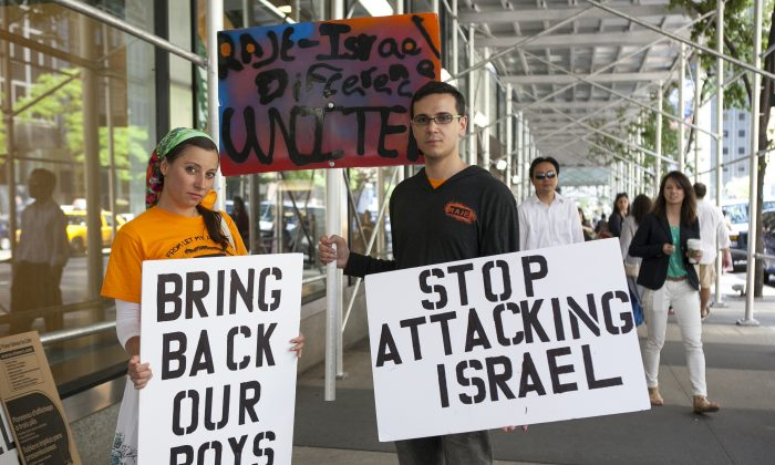 Supporters after a rally near the Israeli Consulate in New York City to bring awareness to the kidnapping in Israel of three teenage boys, New York, June 16, 2014. (Samira Bouaou/Epoch Times)