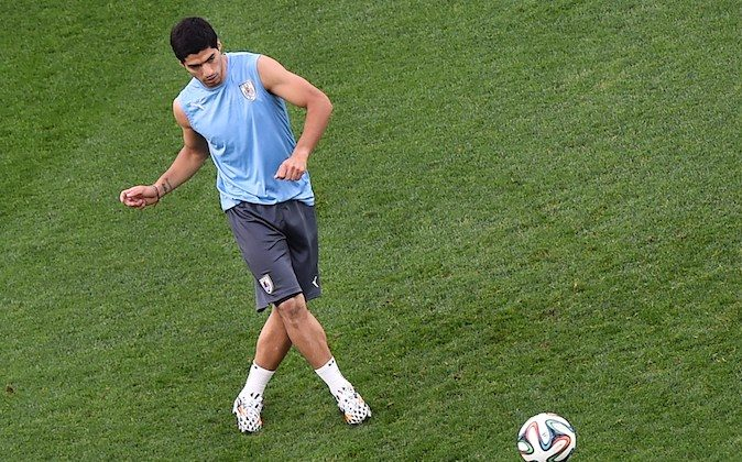 Uruguay's forward Luis Suarez attends a training session in the Corinthians Arena in Sao Paulo on June 18, 2014, on the eve of the 2014 FIFA World Cup Group D football match between Uruguay and England. (BEN STANSALL/AFP/Getty Images)