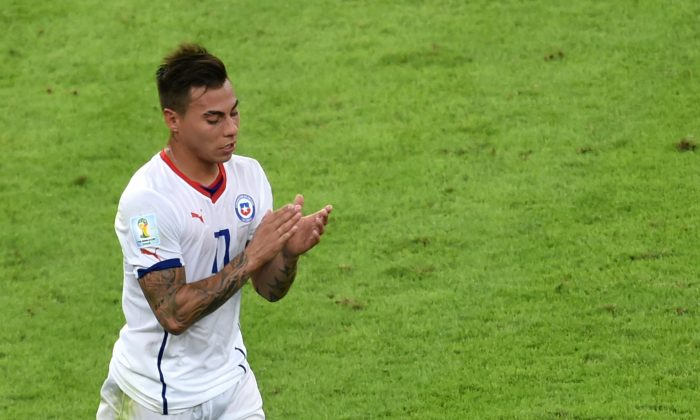 Chile's forward Eduardo Vargas leaves the pitch for substitution during a Group B football match between Spain and Chile in the Maracana Stadium in Rio de Janeiro during the 2014 FIFA World Cup on June 18, 2014. (YASUYOSHI CHIBA/AFP/Getty Images)