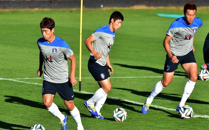 South Korea's forward Park Chu-Young (L), forward Lee Keun-Ho (C) and forward Kim Shin-Wook (R) take part in a training session in Foz do Iguacu, on June 19, 2014 during the 2014 FIFA World Cup football tournament in Brazil. (JUNG YEON-JE/AFP/Getty Images)