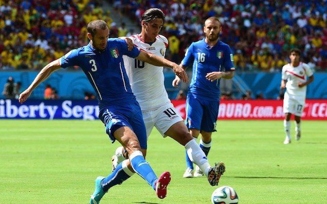 Italy's defender Giorgio Chiellini (L) and Costa Rica's forward Bryan Ruiz (C) vie for the ball during a Group D football match between Italy and Costa Rica at the Pernambuco Arena in Recife during the 2014 FIFA World Cup on June 20, 2014. (RONALDO SCHEMIDT/AFP/Getty Images)