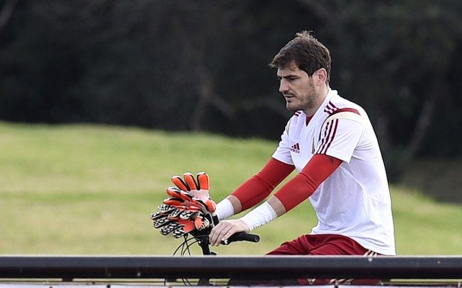 Spain's goalkeeper Iker Casillas arrives at a training session at CT do Caju in Curitiba on June 22, 2014, on the eve of their 2014 FIFA World Cup Group B football match against Australia. (LLUIS GENE/AFP/Getty Images)