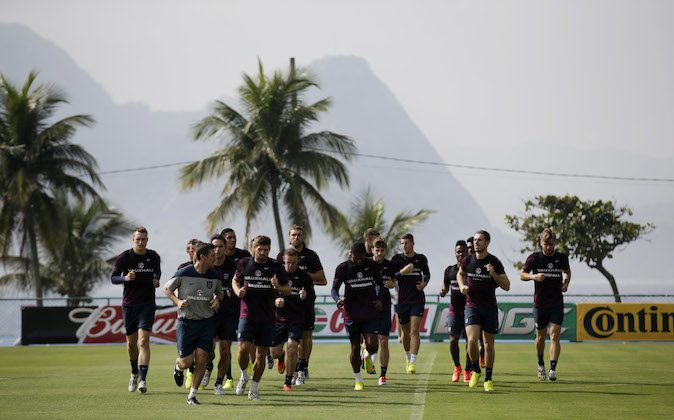 England national soccer team players take part in a squad training session for the 2014 soccer World Cup at the Urca military base in Rio de Janeiro, Brazil, Wednesday, June 11, 2014.  The England soccer team are staying in Rio de Janeiro as their base city for the 2014 soccer World Cup.  (AP Photo/Matt Dunham)