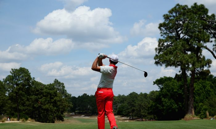Charl Schwartzel hits a tee shot during a practice round prior to the start of the 114th U.S. Open at Pinehurst Resort & Country Club, Course No. 2 in Pinehurst, North Carolina. (Andrew Redington/Getty Images)