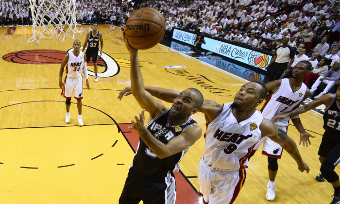San Antonio Spurs guard Tony Parker (9) goes to the basket as Miami Heat forward Rashard Lewis (9) defends in the first half in Game 4 of the NBA basketball finals in Miami, Thursday, June 12, 2014. The Spurs won 107-86. (AP Photo/, Larry W. Smith, Pool)