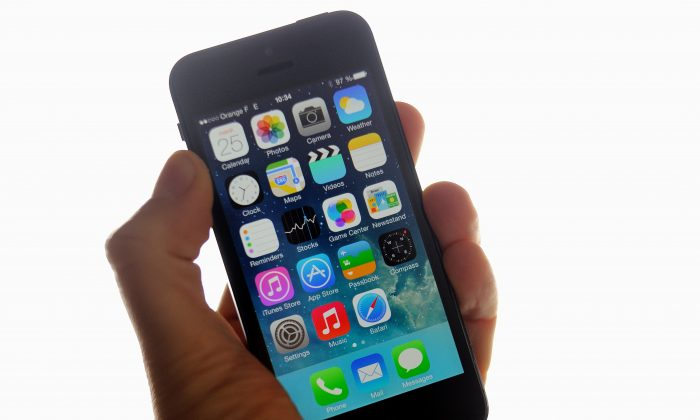 Apple's iPhone still the smartphone of choice among Canadians. (Philippe Huguen/AFP/Getty Images)
