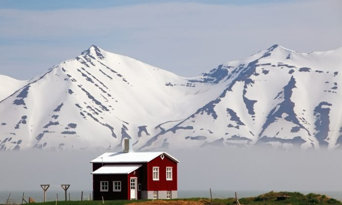 House at a fjord of Iceland. (*Shutterstock)