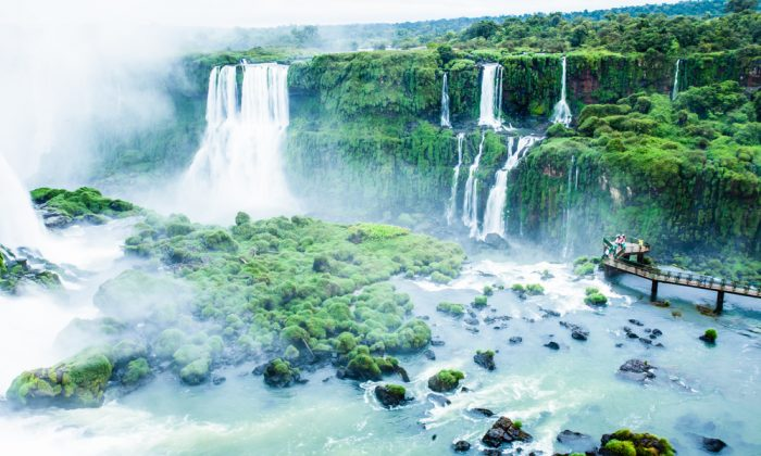 Iguassu Falls, the largest series of waterfalls of the world. (*Shutterstock)
