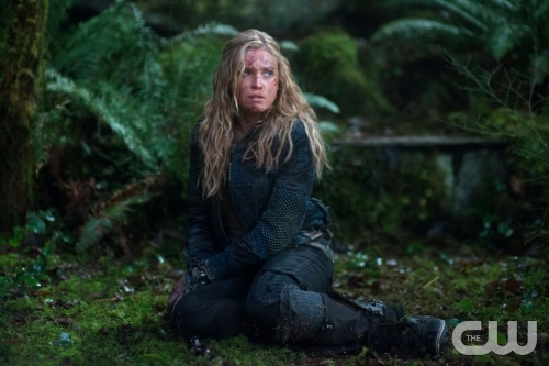 Clarke (Eliza Taylor) in part 1 of the season 1 finale. (Diyah Pera/The CW)