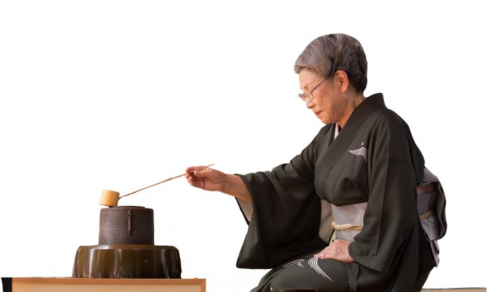 Professor Masako Koike Sohga performs a Japanese traditional tea ceremony for guests in the audience, during the opening event for Taste Asia Food and Culture Festival, in Times Square, on June 25. (Edward Dai/Epoch Times)