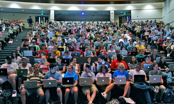 How to navigate the sea of laptops. (Brett Jordan, CC BY*)