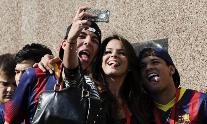 Neymar's girlfriend Bruna Marquezineshares a joke during her boyfriend's official presentation as a new player of the FC Barcelona at Camp Nou Stadium on June 3, 2013 in Barcelona, Spain. (Photo by David Ramos/Getty Images)