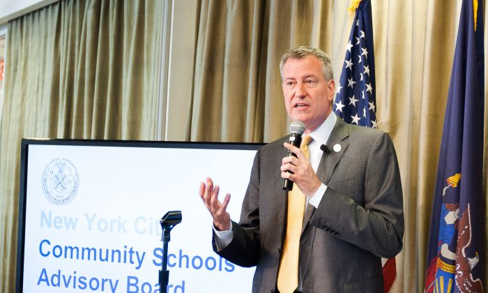 New York City Mayor Bill de Blasio at the Community Schools Advisory Board's first meeting at NYU Wagner, Manhattan, New York, July 17, 2014. (Petr Svab/Epoch Times)