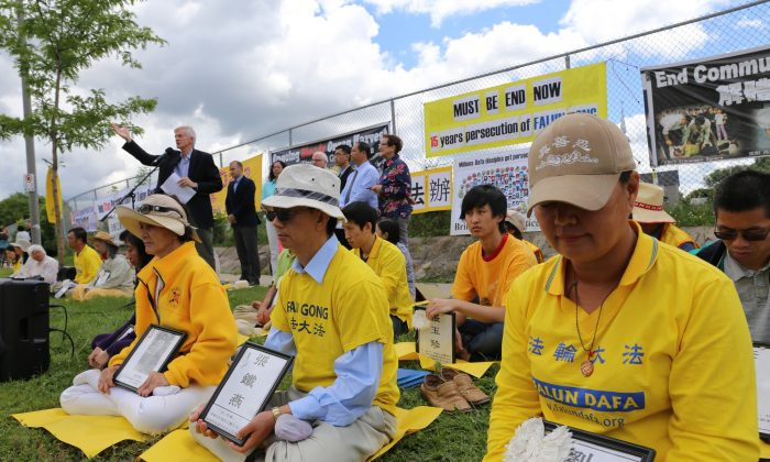 Former MP and Secretary of State David Kilgour condemns the practice of live organ harvesting of Falun Gong prisoners of conscience in China while speaking at a July 17, 2014, event in front of the Chinese embassy in Ottawa to mark 15 years since the persecution of Falun Gong began in China. (Donna He/Epoch Times)