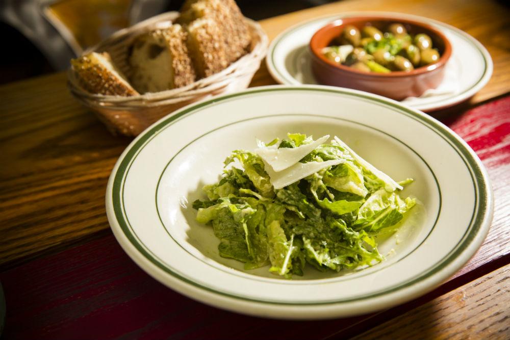 Lightly dressed Caesar salad. (Edward Dai/Epoch Times)