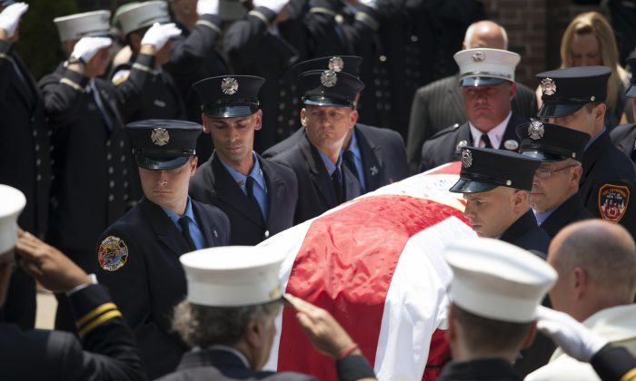 Fellow firefighters carry Lieutenant Gordon Ambelas's casket at the funeral and memorial procession in Staten Island, N.Y., Thursday, July 10, 2014. (Samira Bouaou/Epoch Times)
