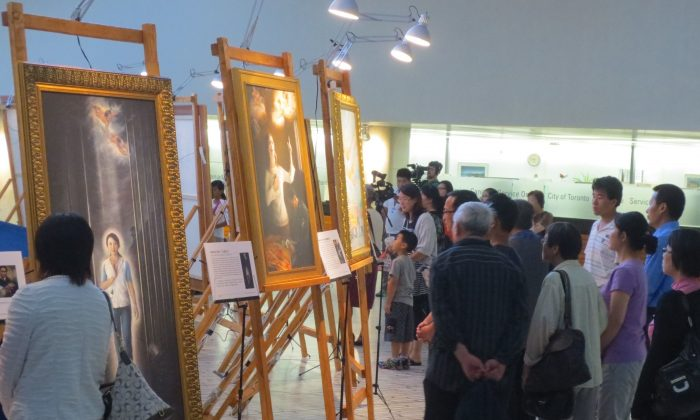 Visitors view the artwork at the opening of the Art of Zhen, Shan, Ren (Truth, Compassion, Tolerance) International Exhibition at Toronto City Hall on July 21, 2014. (Maria Matyiku/Epoch Times)