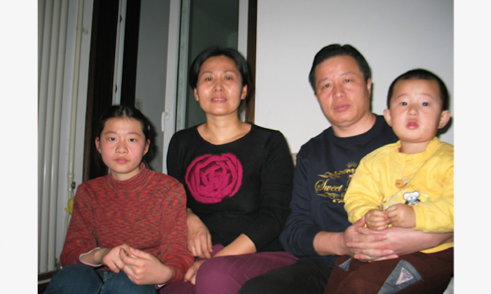 Gao Zhisheng with his wife Geng He and their two children. (Hu Jia)