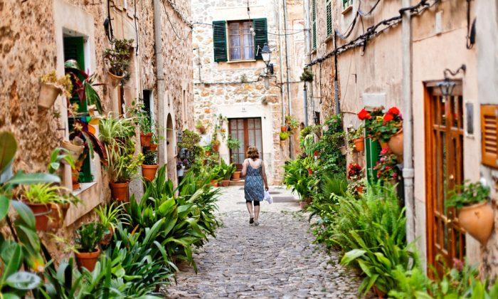 Street of Majorca Island Spain. (*Shutterstock)