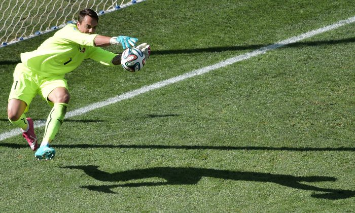 Switzerland's goalkeeper Diego Benaglio makes a save during the second half of a Round of 16 football match between Argentina and Switzerland at Corinthians Arena in Sao Paulo during the 2014 FIFA World Cup on July 1, 2014. (GABRIEL BOUYS/AFP/Getty Images)