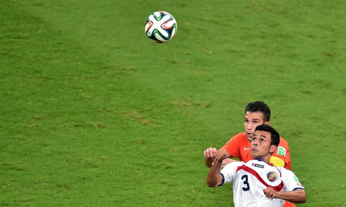 Netherlands' forward and captain Robin van Persie (L) vies with Costa Rica's defender Giancarlo Gonzalez during a quarter-final football match between Netherlands and Costa Rica at the Fonte Nova Arena in Salvador during the 2014 FIFA World Cup on July 5, 2014. (GABRIEL BOUYS/AFP/Getty Images)