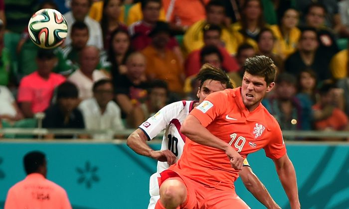 Netherlands' forward Klaas Jan Huntelaar (L) vies with Costa Rica's forward and captain Bryan Ruiz, during a quarter-final football match between Netherlands and Costa Rica at the Fonte Nova Arena in Salvador during the 2014 FIFA World Cup on July 5, 2014. (DAMIEN MEYER/AFP/Getty Images)
