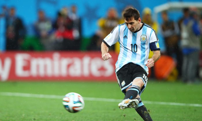Lionel Messi of Argentina shoots and scores a goal in a penalty shootout during the 2014 FIFA World Cup Brazil Semi Final match between the Netherlands and Argentina at Arena de Sao Paulo on July 9, 2014 in Sao Paulo, Brazil. (Photo by Clive Rose/Getty Images)