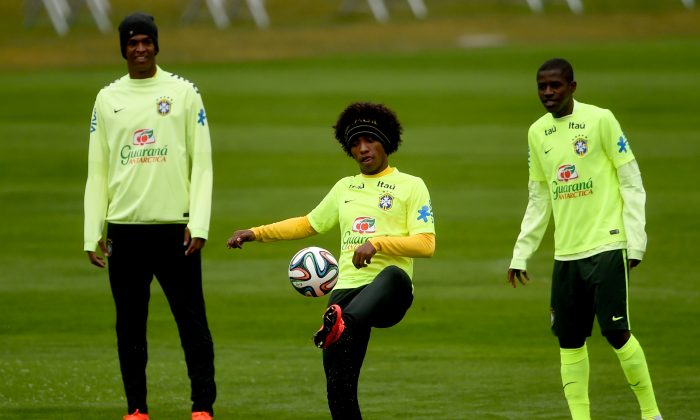 (L-R) Jo, Willian, Ramires take part in a training session of the Brazilian national football team at the squad's Granja Comary training complex, on July 11, 2014 in Teresopolis, 90 km from downtown Rio de Janeiro, Brazil. (Buda Mendes/Getty Images)