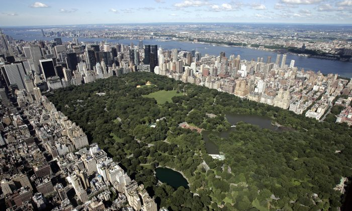 Aerial view of Manhattan looking south over Central Park on July 1, 2007, in New York City. (Stan Honda/AFP/Getty Images)