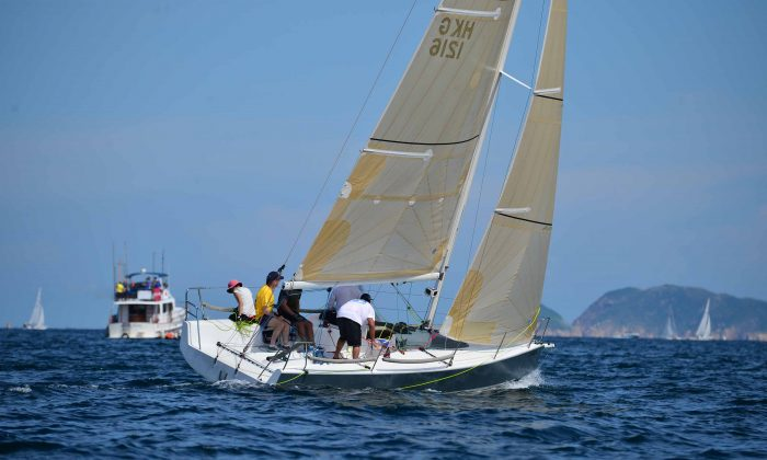 Jim Daly and crew of 'Stingray' on their way to taking Line Honours and first place in Race-3 of the Hebe Haven Helly Hansen Summer Saturday Series 2014 on Saturday June 28, 2014. (Bill Cox/Epoch Times)