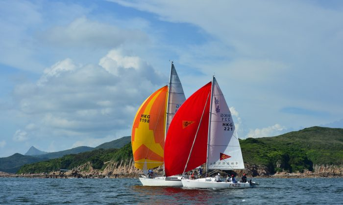 """""""Jazz"""" and """"Windseeker"""" head downwind from Bluff Island to the Bay Island Mark during """"The Short Course Dash"""" on Day-3 of the Hebe Haven Summer Saturday Series on Saturday July 12, 2014. (Bill Cox/Epoch Times)"""