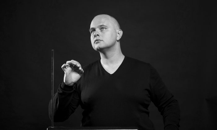 Thorwald Jørgensen playing the theremin in concert. (Hans Tak, Netherlands)