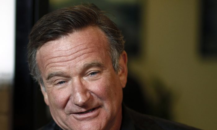 "Cast member Robin Williams arrives at the premiere of ""World's Greatest Dad"" in Los Angeles on Thursday, Aug. 13, 2009. (AP Photo/Matt Sayles)"