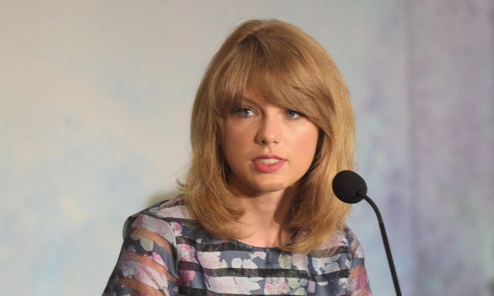 """Actress/musician Taylor Swift takes part in a press conference for the Weinstein Company's """"The Giver""""at JW Marriott Essex House on Aug. 12, 2014 in New York City. (Michael Loccisano/Getty Images for The Weinstein Company)"""