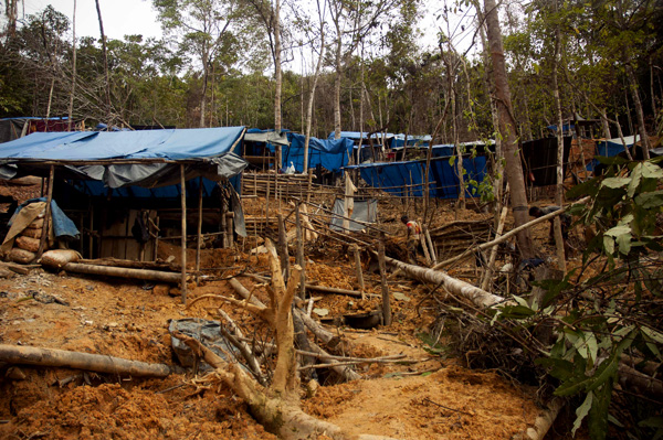 Illegal gold mining operation in Aceh, Indonesia. Photo by Junaidi Hanafi.