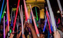 Star Wars: Mass Lightsaber Battle on Washington Square, NYC (Photos, Video)